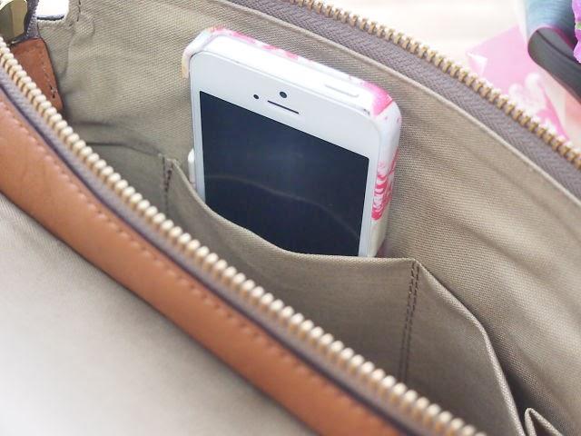 携帯電話を入れる袋の写真