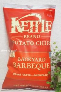 スモーキーな味わいの、Kettle Foods(ケトルフーズ)のポテトチップス(バーベキュー味)