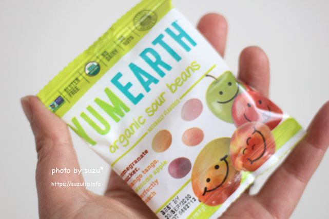 YumEarth, Organic Sour Beans,を手に持った画像