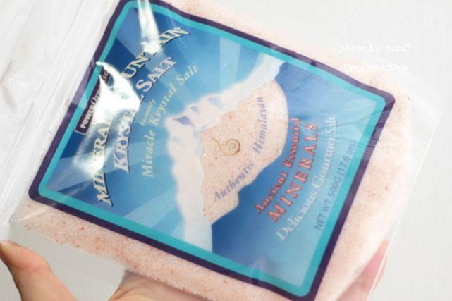 Klamath, ミネラルマウンテン クリスタルソルト(Mineral Mountain Krystal Salt)を手に持った画像