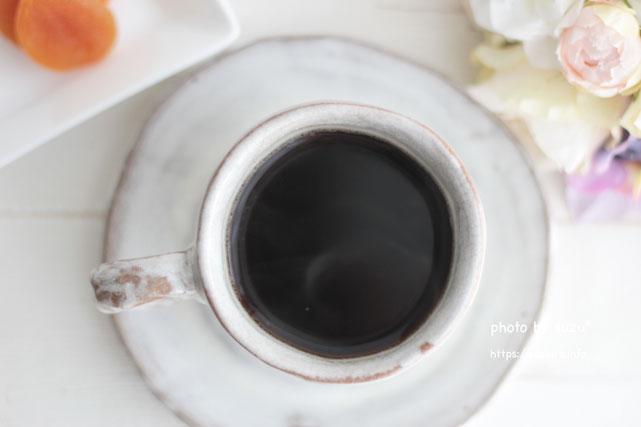 カップにコーヒーを入れた画像